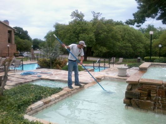 swimming pool cleaning concord
